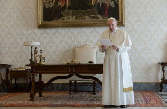 البابا يلقى عظته