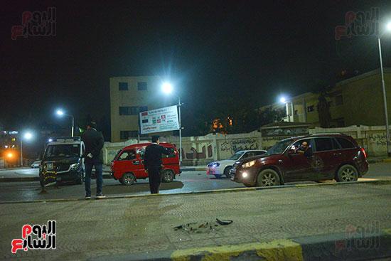 رجال-الشرطة-يطبقون-حظر-التجول