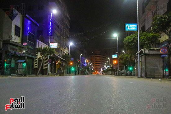 الشوارع-خالية-من-المارة-أول-أيام-الحظر