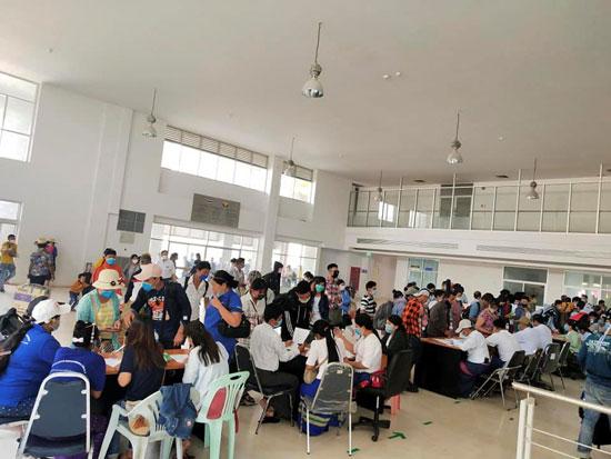 خلال استقبال المهاجرين