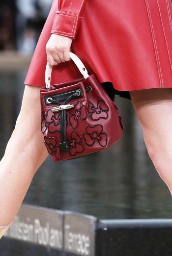 حقيبة مطرزة بالأزهار من Longchamp