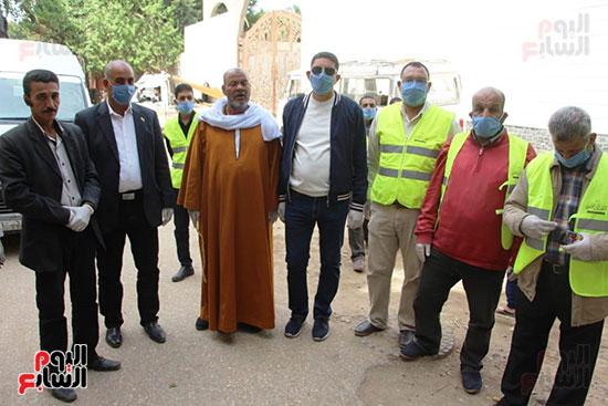 محافظ الجيزة وأبو العينين ينفذان مسحا شاملا لتطهير وتعقيم الشوارع والميادين (8)