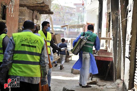 محافظ الجيزة وأبو العينين ينفذان مسحا شاملا لتطهير وتعقيم الشوارع والميادين (6)