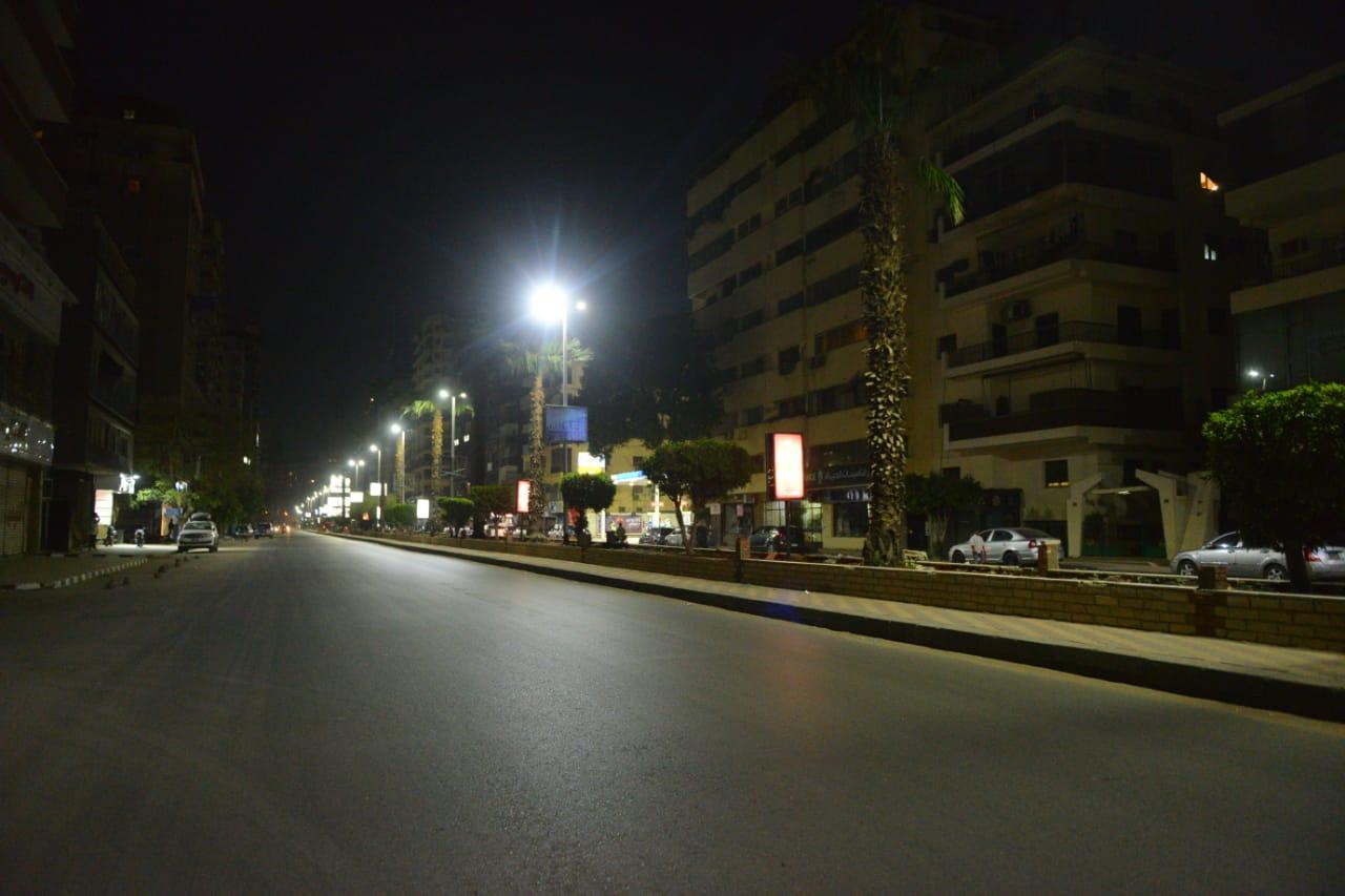 شوارع القاهرة تخلو من المارة  بعد تطبيق حظر التجوال