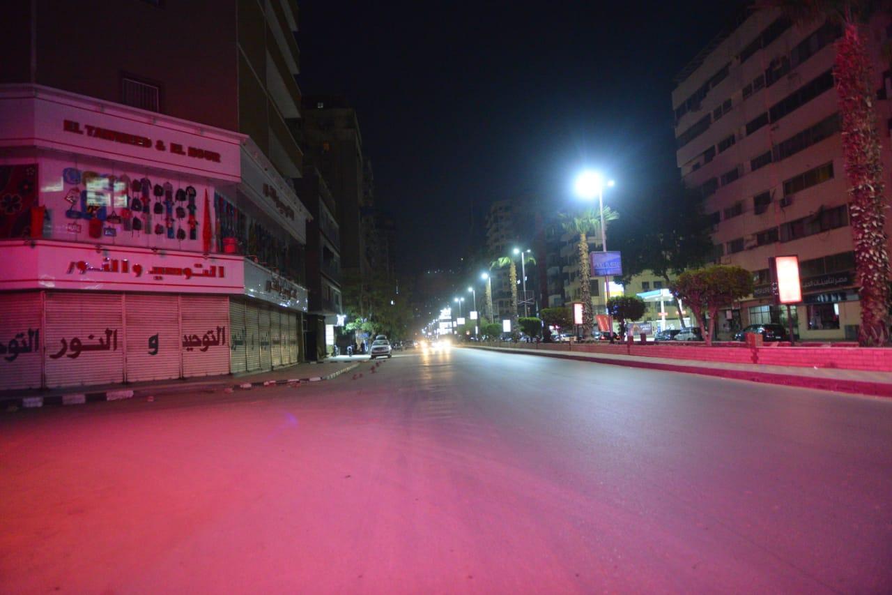 شوارع القاهرة تخلو من المارة