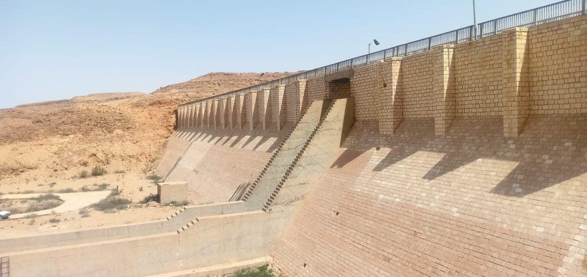 تخزين مليون متر مكعب من مياه السيول بسد الكرم بوسط سيناء (1)