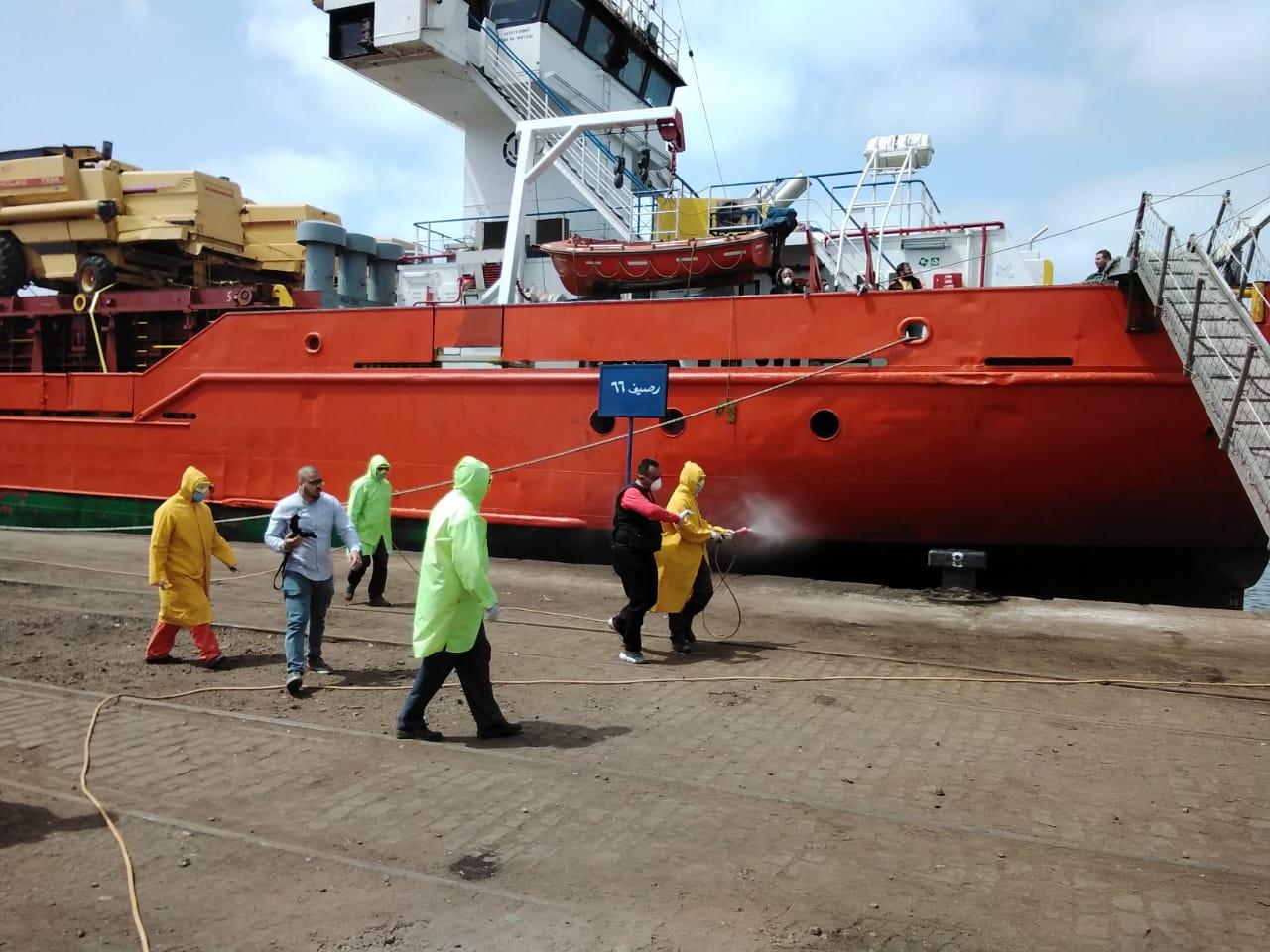 تعقيم السفن فى ميناء الإسكندرية لمواجهة كورونا