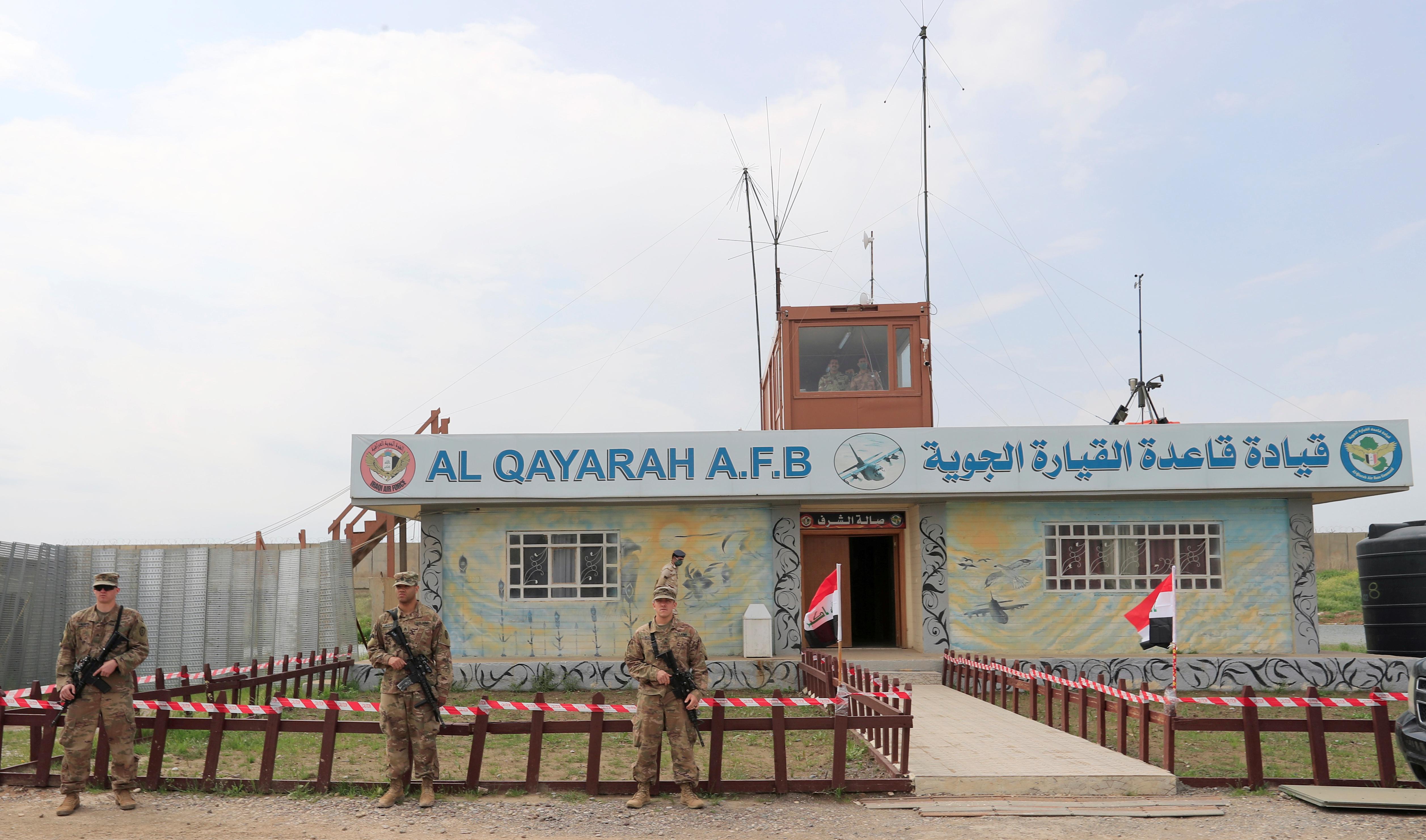 قوات عراقية وأمريكية بمحيط قاعدة القيارة الجوية