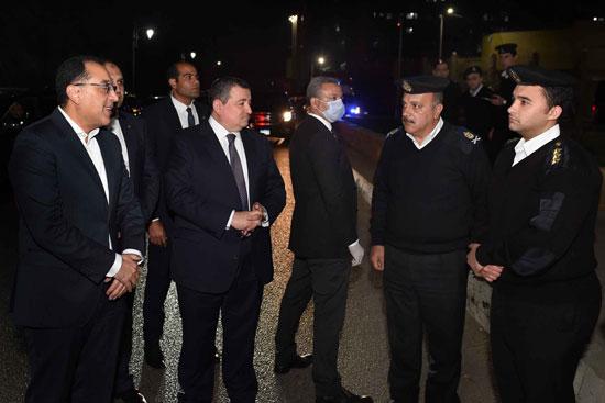 رئيس الوزراء فى جولة لمتابعة تطبيق إجراءات حظر التجوال (6)