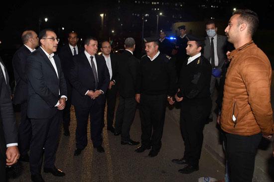 رئيس الوزراء فى جولة لمتابعة تطبيق إجراءات حظر التجوال (7)