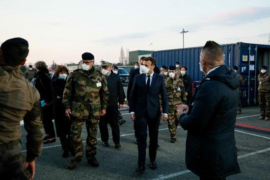 عدد من القيادات العسكرية فى استقبال الرئيس الفرنسى