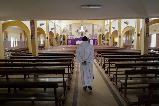 كنيسة-خاوية-من-المصلين
