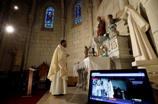 الكنائس-حول-العالم-تسعى-لاستخدام-الانترنت-لنقل-صلواتها-على-الهواء