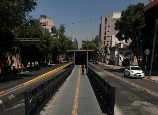 طريقًا-فارغًا-في-مكسيكو-سيتي-المكسيك