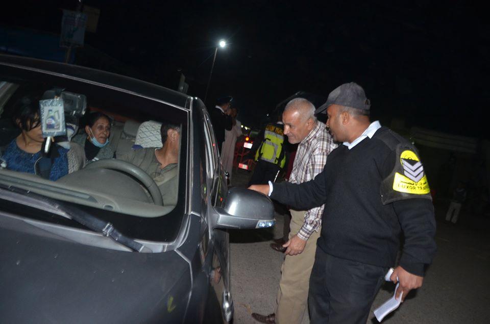 1 رئيس مدينة إسنا يقود حملة مكثفة لمتابعة إستجابة المواطنين