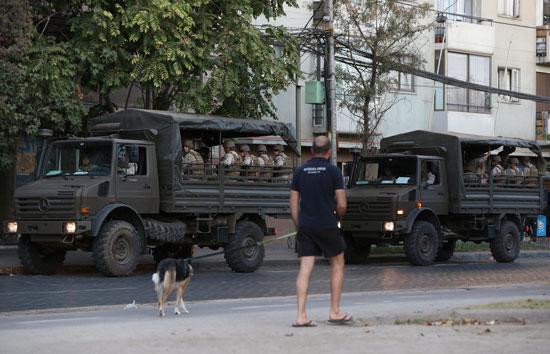 دورية-جنود-بعد-تفشي-فيروس-كورونا-في-سانتياجو--شيلي