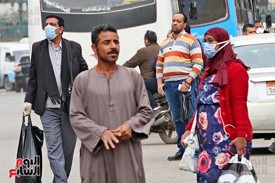 مواطنون يتسابقون للعودة إلى منازلهم قبل ساعات الحظر فى رمسيس (15)