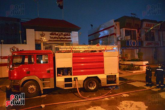 سيارات الحماية المدنية والإسعاف امام باب نادى الزمالك (2)