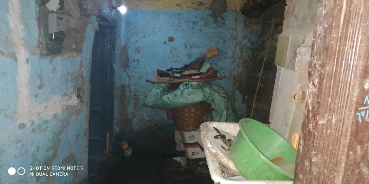 مواطن من الغربية يعيش في منزل آيل للسقوط (1)