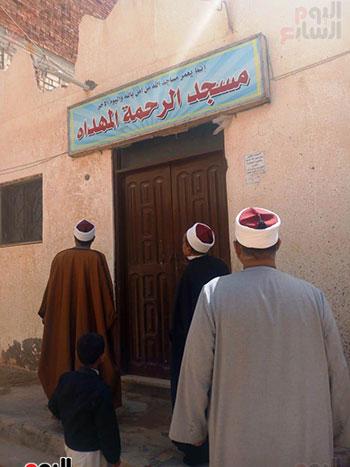غلق أبواب المساجد  (7)