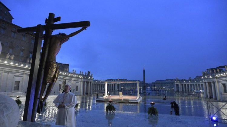 البابا يصلى من أجل زوال وباء كورونا  (2)
