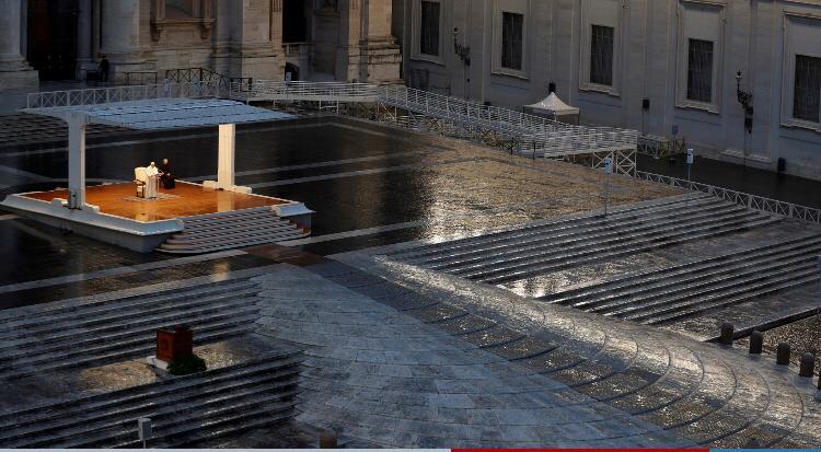 البابا يصلى من أجل زوال وباء كورونا  (1)