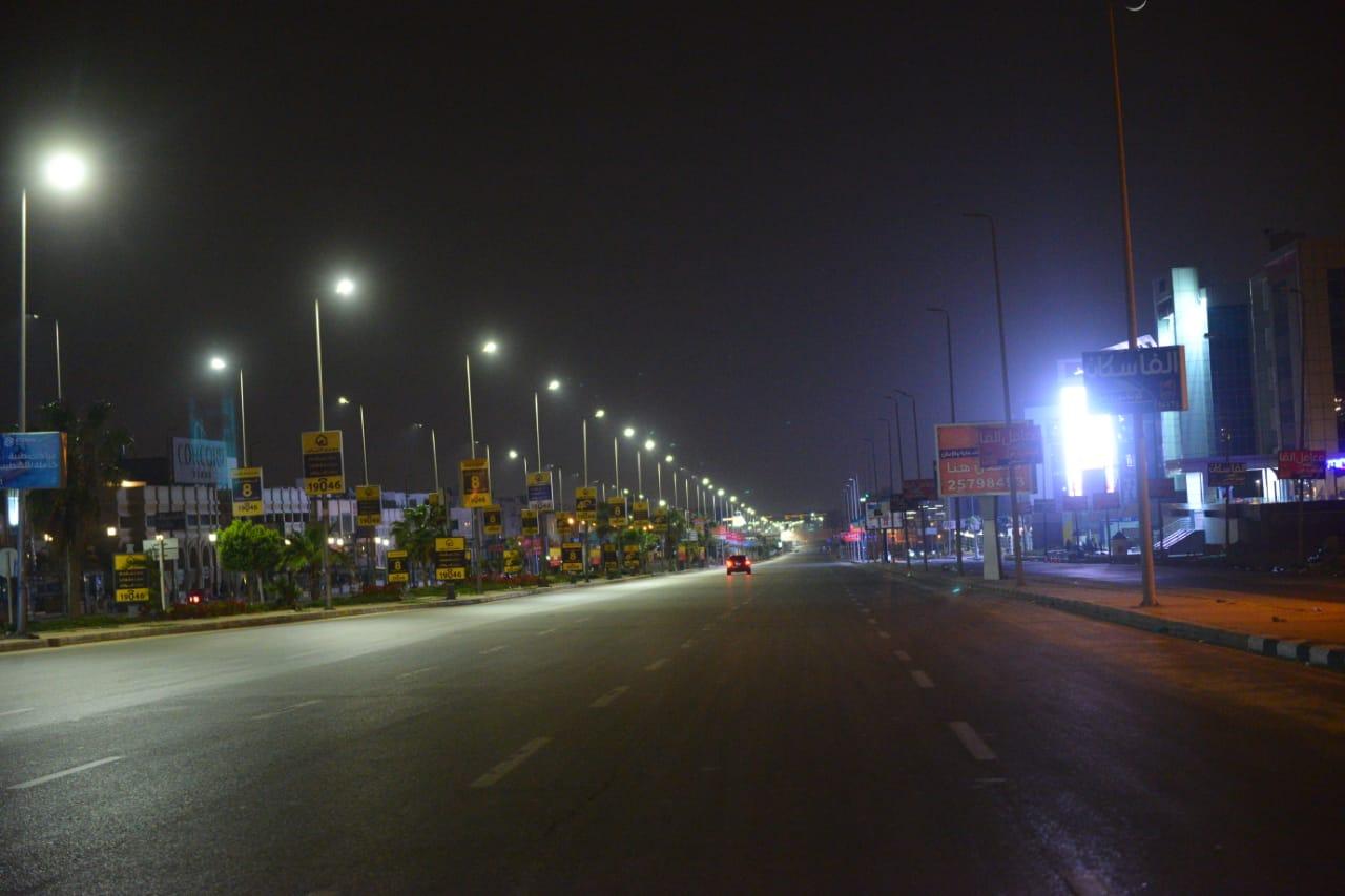 شوارع مصر الجديدة والتجمع بدون مارة (2)