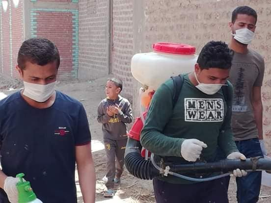 5 شباب قرى ابوتشت وفرشوط ينظمون حملات تعقيم وتوعية