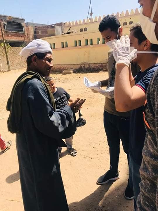 4 شباب قرى ابوتشت وفرشوط ينظمون حملات تعقيم وتوعية