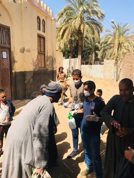 2 شباب قرى ابوتشت وفرشوط ينظمون حملات تعقيم وتوعية