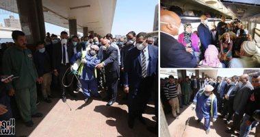 وزير النقل يتابع حركة القطارات بمحطة مصر