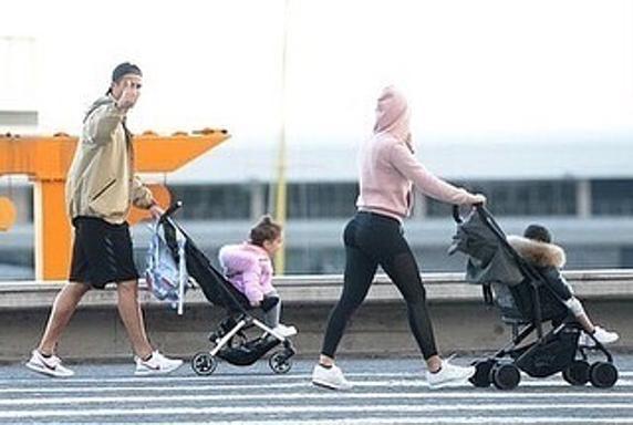 رونالدو يتنزه مع عائلته (1)