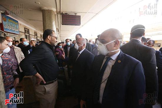 جولة الوزير لمحطة مصر