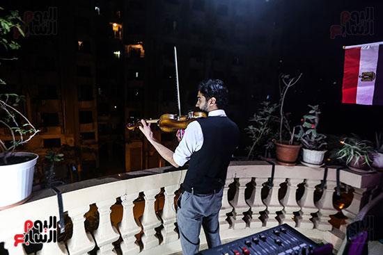 تفاعل الفنان محمد عادل مع العزف