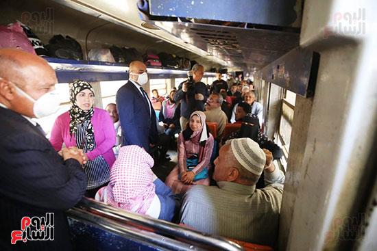 وزير النقل يتفقد القطار