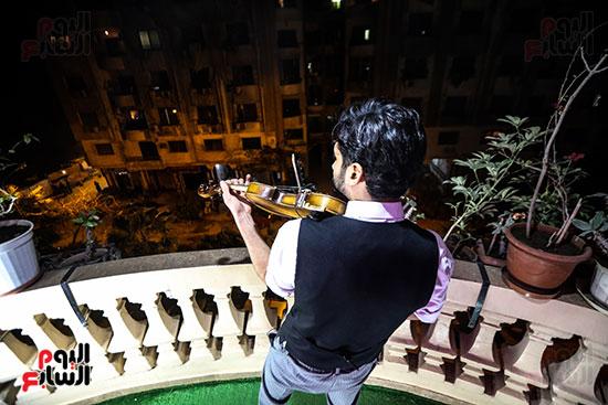 تفاعل الفنان اثناء العزف