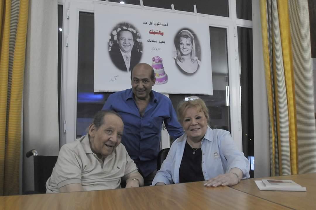 نادية لطفى وجورج سيدهم بينهما طارق الشناوي
