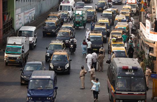 حركة المرور على طريق خلال إغلاق لمدة 21-يومًا على مستوى الدولة فى مومباى