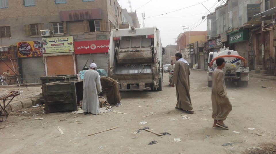 حملات لرفع القمامة والمخلفات بشوارع إسنا
