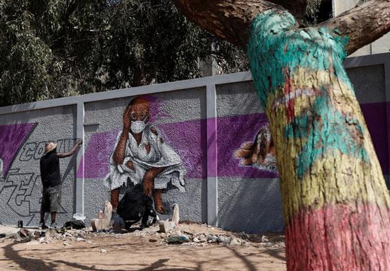 جداريات لتشجيع الناس على حماية أنفسهم من الفيروس
