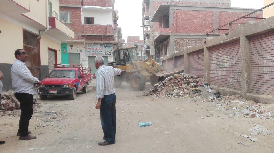1 رئيس مدينة إسنا يحيل مسئول النظافة بالمدينة للتحقيق