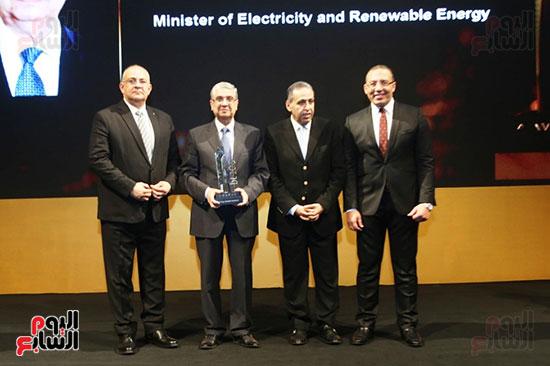 تكريم محمد شاكر وزير الكهرباء