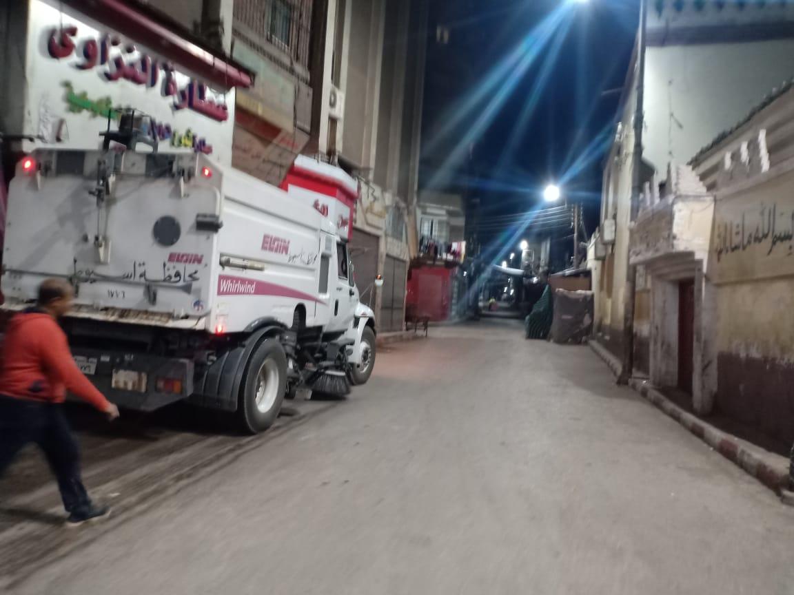 استمرار حملات لتطهير المنشآت بحي غرب أسيوط (8)