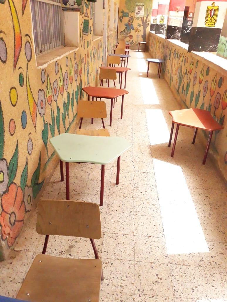 تجهيز مدرسة لصرف المعاشات وتسليم شرائح التابلت (2)