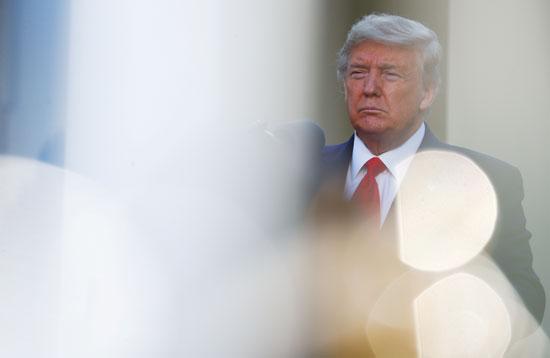 يقود-الرئيس-الأمريكي-ترامب-الإحاطة-اليومية-للاستجابة-لفيروس-التاجي-في-البيت-الأبيض-في-واشنطن