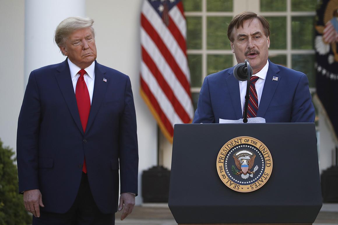 مايك ليندل مع ترامب