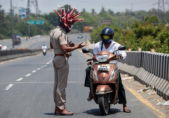 indian-policeman-wears-coronavirus-helmet-warn-people-stay-home-2-5e81b5119c05e__700