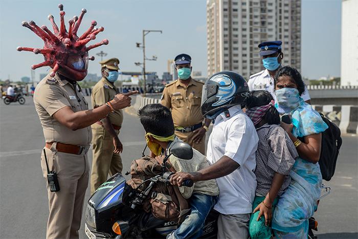 indian-policeman-wears-coronavirus-helmet-warn-people-stay-home-3-5e81b513d6021__700