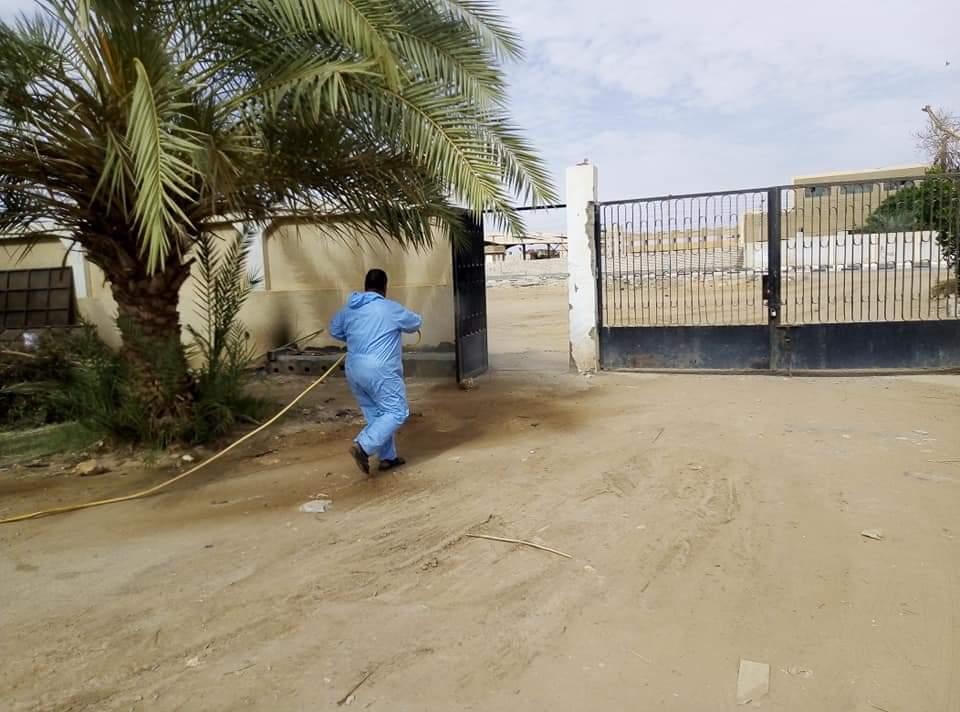 رش وتعقيم محطات تنقية مياه الشرب بمدينة الخارجة  (5)