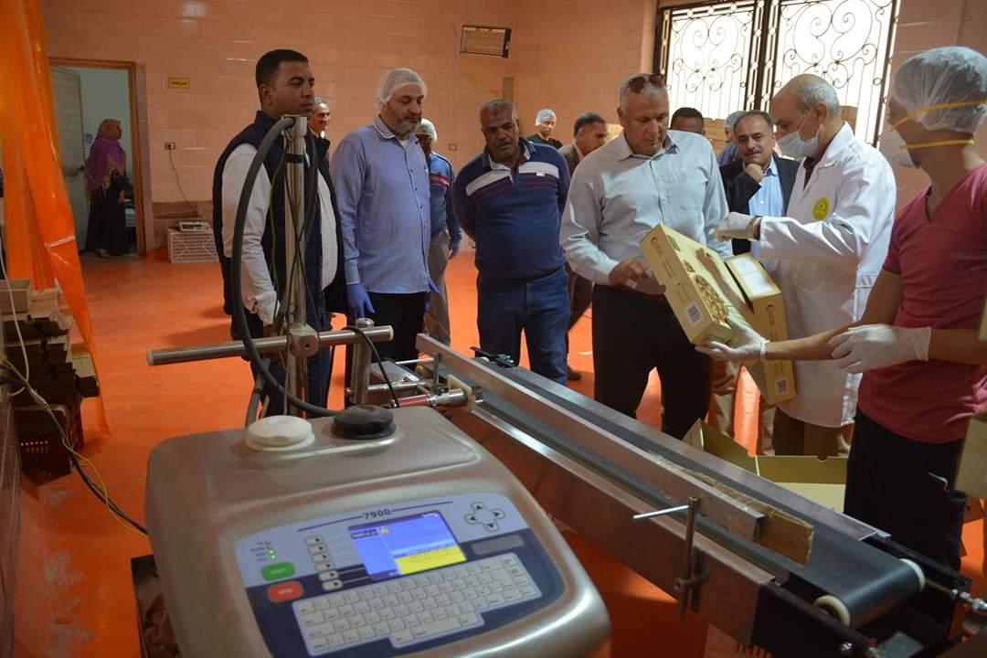 محافظ الوادى الجديد يتفقد تركيب كابين الامان بمستشفى الحميات  (4)